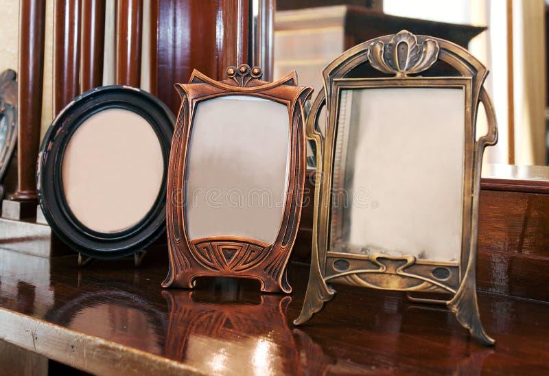 Photoframes antiques photographie stock libre de droits