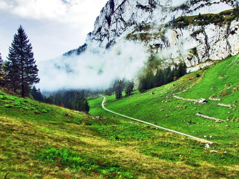 Photogenic выгоны и холмы горной цепи Alpstein стоковое изображение