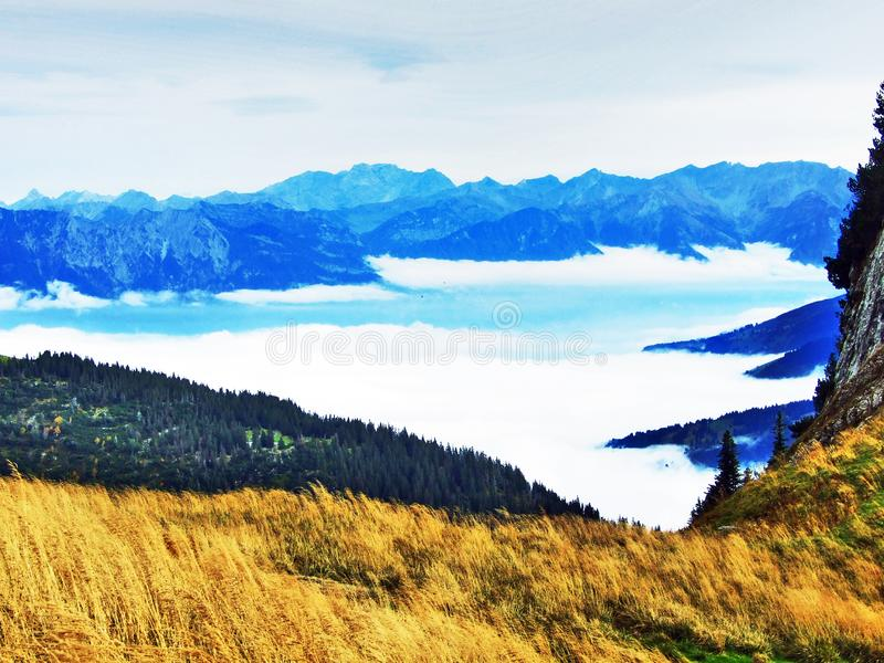 Photogenic выгоны и холмы горной цепи Alpstein стоковые изображения rf