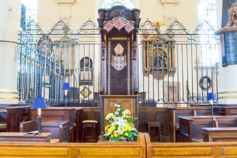 Photogra horizontal de HDR da opinião do centro de Derby Cathedral Bishop Chair fotos de stock royalty free