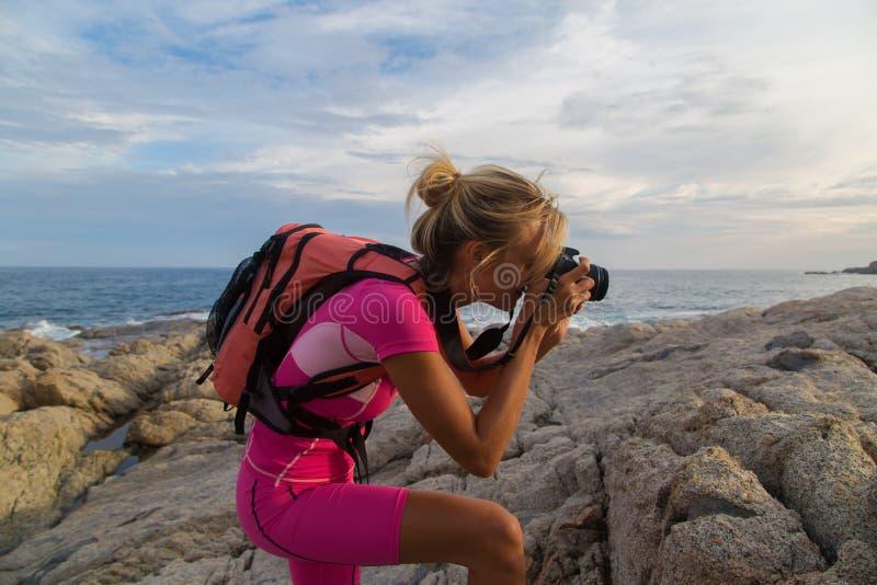Photographe au travail, photographie de paysage extérieure images stock