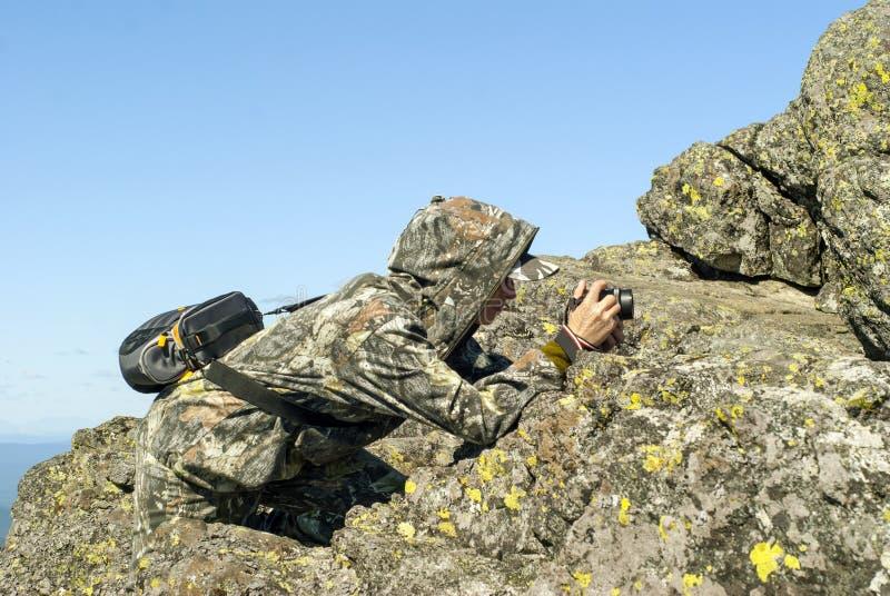 Photographe de faune dans les montagnes image libre de droits