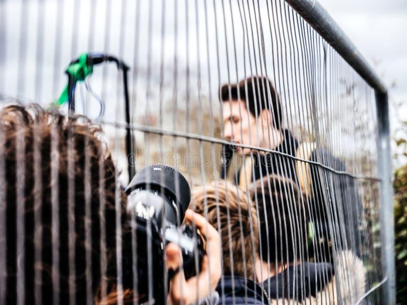 Photographe prenant des photos au mouvement global vendredi pour l'avenir photo stock