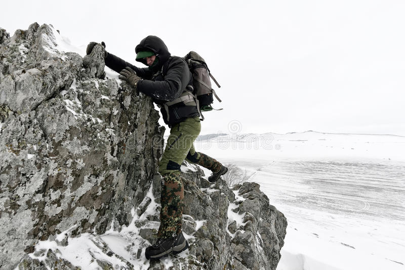 Photographe professionnel extérieur en hiver photos stock