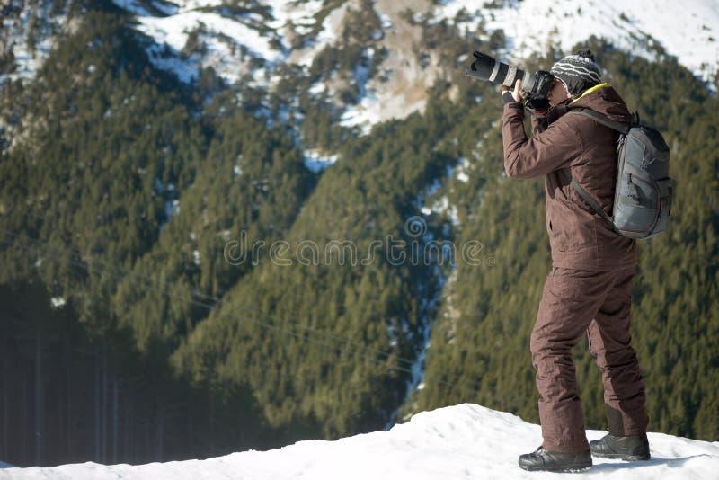 Photographe professionnel extérieur en hiver photos libres de droits