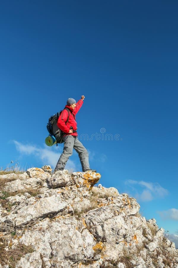 Photographe sur la montagne en automne images stock