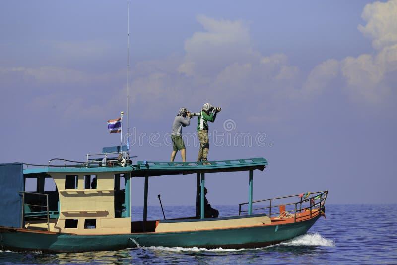 Photographe sur le toit du ` s de bateau photo stock