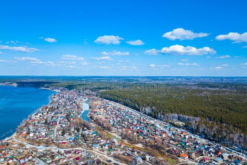 Photographie aérienne d'un village de cottage d'a image stock