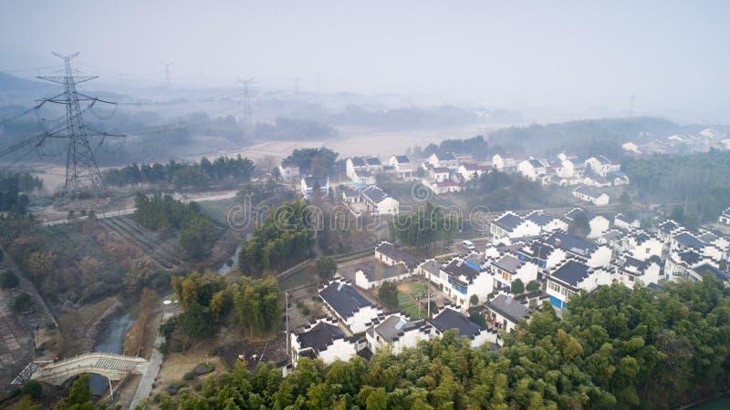 Photographie aérienne de beau paysage rural en montagnes du sud d'Anhui en hiver tôt photos stock
