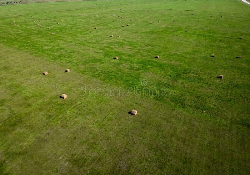 Photographie aérienne de gisement de balle de foin dans l'agriculture du Dakota du Sud photo stock