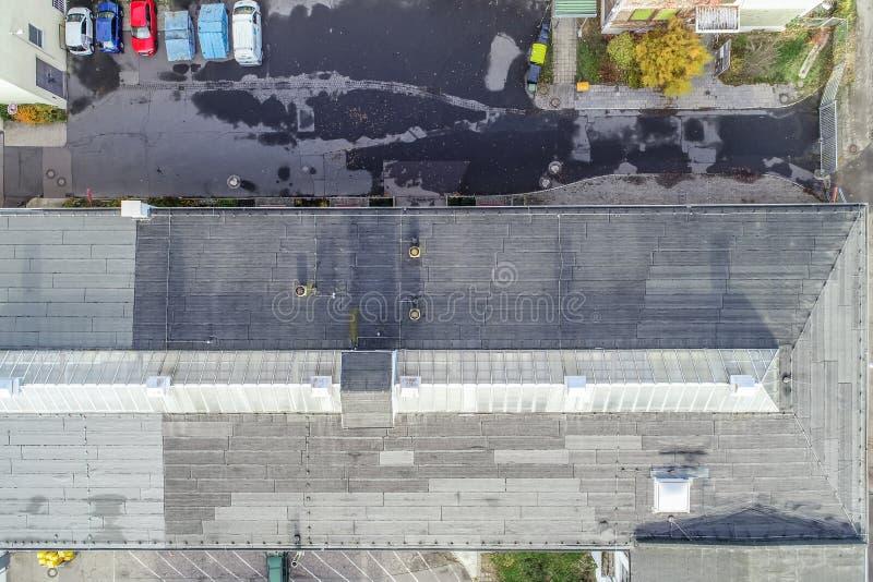 Photographie aérienne verticale d'un vieux hall industriel avec un toit en verre dans le Firste, photographie de bourdon photos libres de droits
