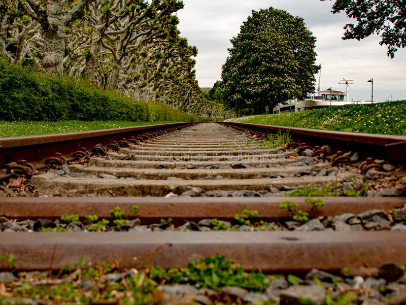 Photographie créative d'un vieil itinéraire de train image stock