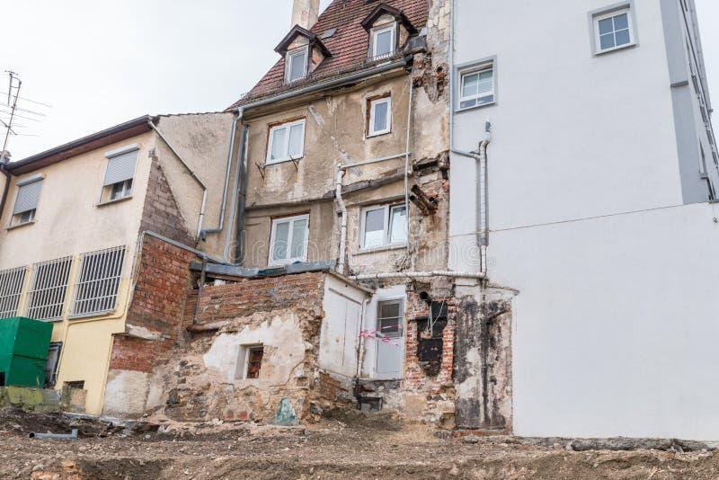 Photographie d'une maison de démolition en danger de s'effondrer, Allemagne image libre de droits