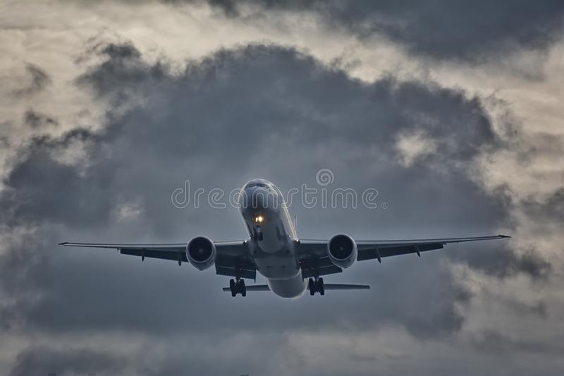 Photographie de décollage d'avion de passager photos stock