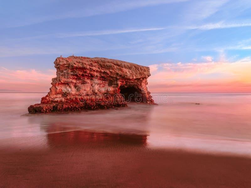photographie de Long-exposition de roche côtière scénique sur la Côte Pacifique photos libres de droits