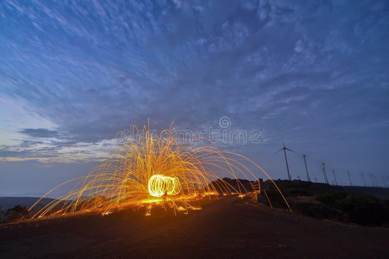 Photographie de tour de laine du feu au plateau de Chalkewadi, Satara, maharashtra, Inde photo libre de droits