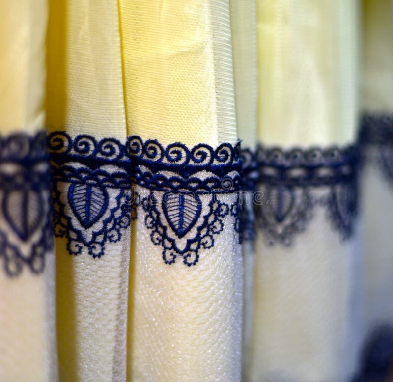 Photographie femelle d'actions de conception de parties plus inférieures de robe image stock