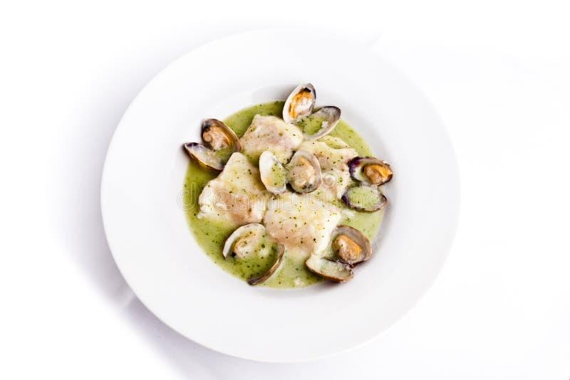 Merluches avec la soupe à palourdes photo stock