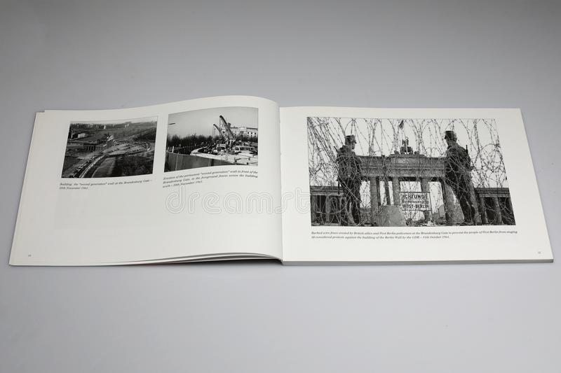 The Berlin Wall 1961-1989 Book, Barbed wire fence at Brandensburg Gate 1961 stock photo