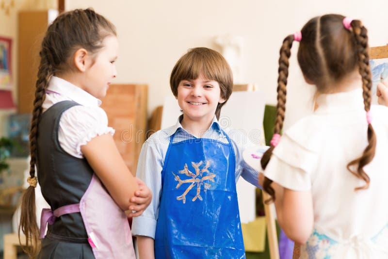 Photos d'aspiration d'enfants des chevalets image stock