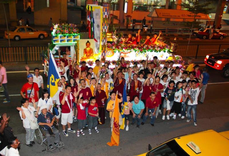 Photoshot del gruppo del devoto alla processione 2011 di Wesak fotografia stock