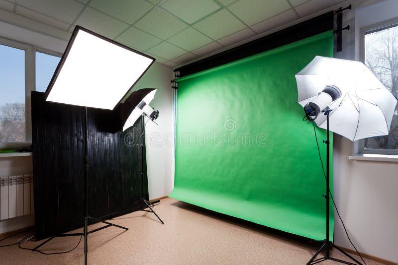 Photostudio с оборудованием студии стоковые изображения rf