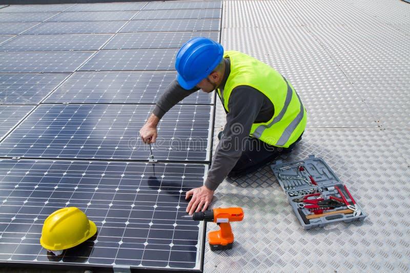 Photovoltaic arbetare royaltyfri foto