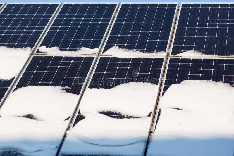 Photovoltaic i vinter royaltyfria foton