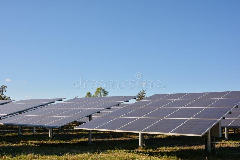 Photovoltaic landbouwbedrijf van zonne-energiepanelen royalty-vrije stock afbeelding