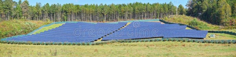 Photovoltaic panelen op een gebied royalty-vrije stock foto's
