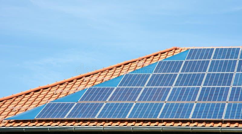 Photovoltaic taklägga arkivbilder