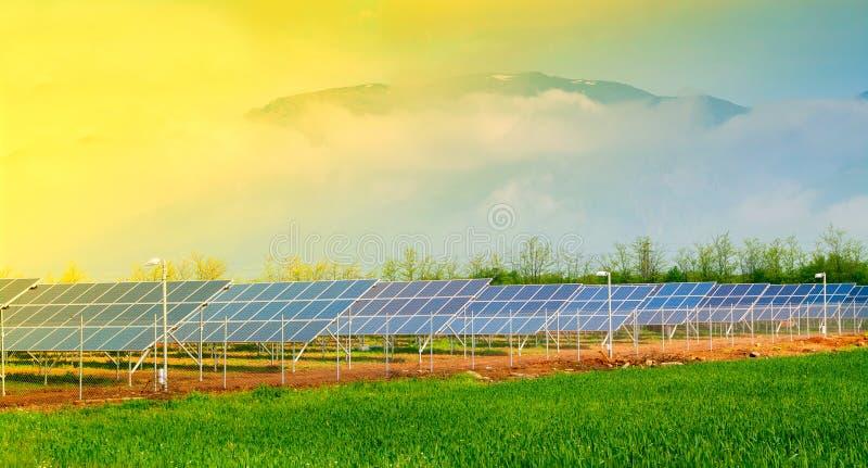 Photovoltaic zonnecollectoren in photovoltaic elektrische centrale royalty-vrije stock foto's