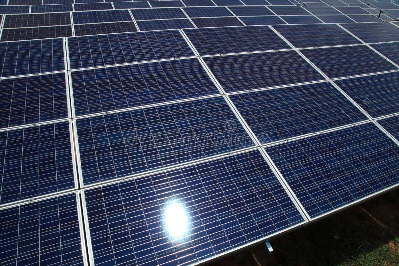 Photovoltaic zonnemodules voor het veroorzaken van elektriciteit stock foto