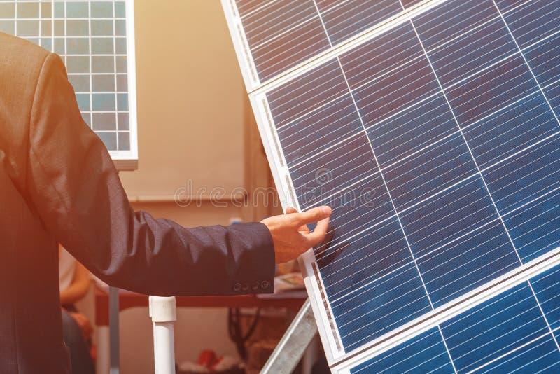 Photovoltaic zonnepaneel bedrijfspresentatie stock fotografie
