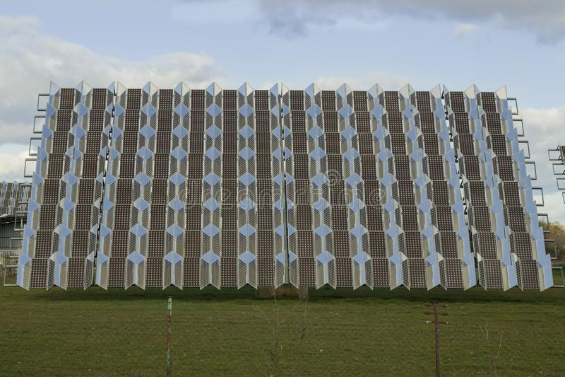 Photovoltaic zonnepaneel in een zonneboomgaard royalty-vrije stock foto