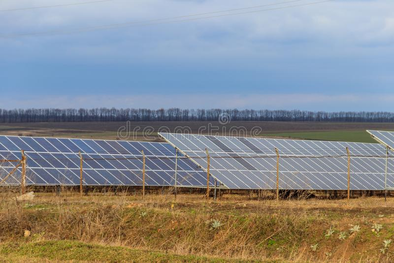 Photovoltaics in zonnekrachtcentrale stock foto