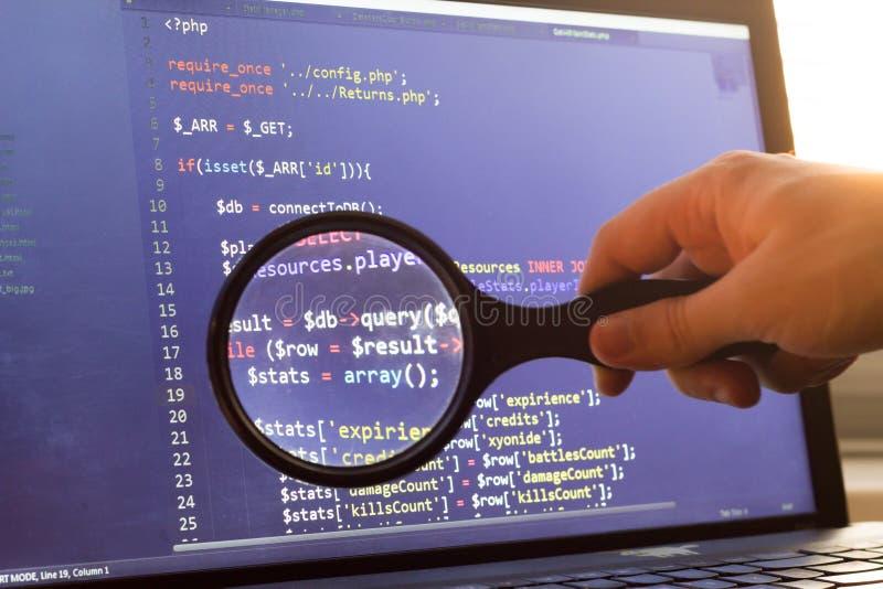 PHP支持者代码通过放大器迅速了移动 计算机编程原始代码查寻 网络开发商抽象屏幕  图库摄影