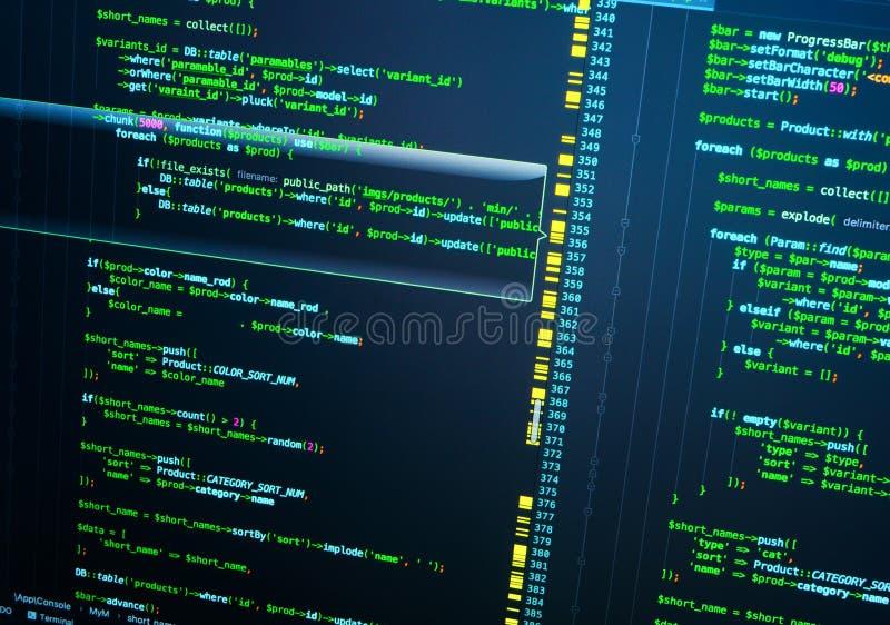 PHP-Code auf dem Schirm, nahes hohes des Extrems PHP-Kodierung auf dunkelblauem Hintergrund stockfotos