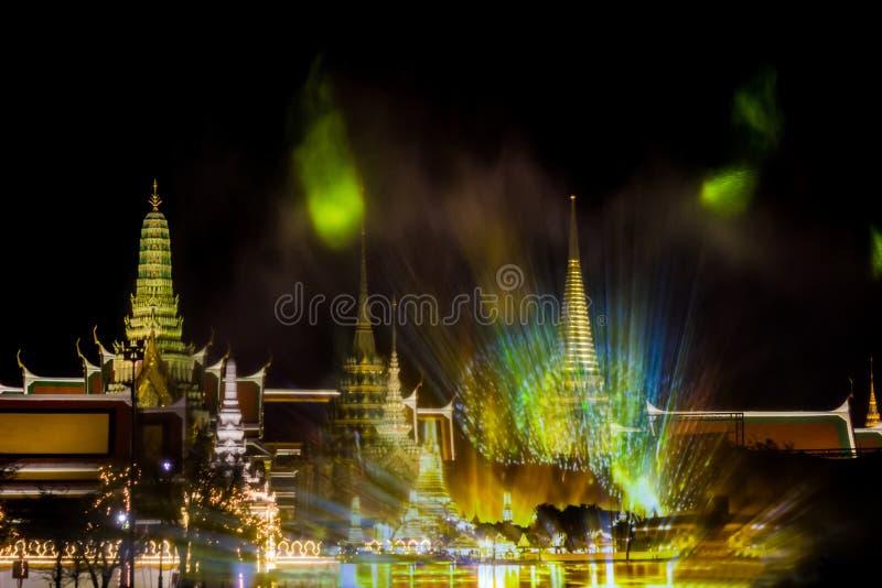 Phra洛坤,曼谷,May25,2019的泰国:在萨娜姆Luang礼仪地面的意想不到的轻和合理的展示,在Wat Phra钾前面 免版税库存照片