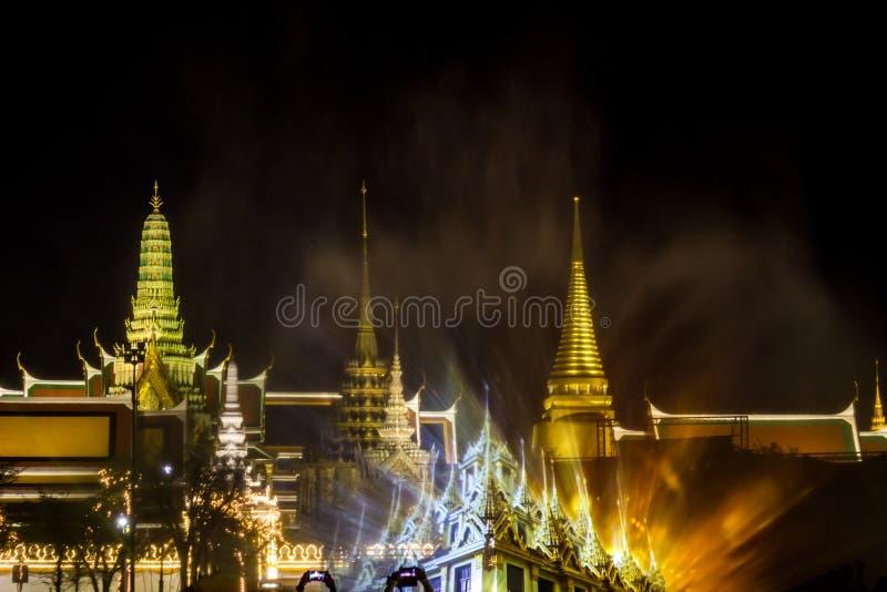 Phra洛坤,曼谷,May25,2019的泰国:在萨娜姆Luang礼仪地面的意想不到的轻和合理的展示,在Wat Phra钾前面 免版税库存图片