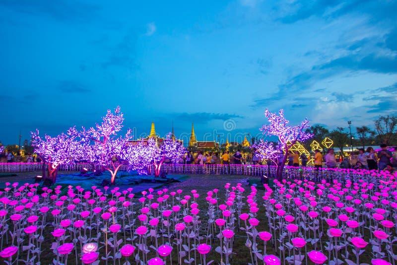 Phra洛坤,曼谷,May25,2019的泰国:在萨娜姆Luang礼仪地面的美丽的LED光装饰,在Wat Phra K前面 免版税库存照片
