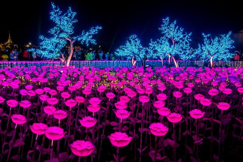 Phra洛坤,曼谷,May25,2019的泰国:在萨娜姆Luang礼仪地面的美丽的LED光装饰,在Wat Phra K前面 免版税库存图片
