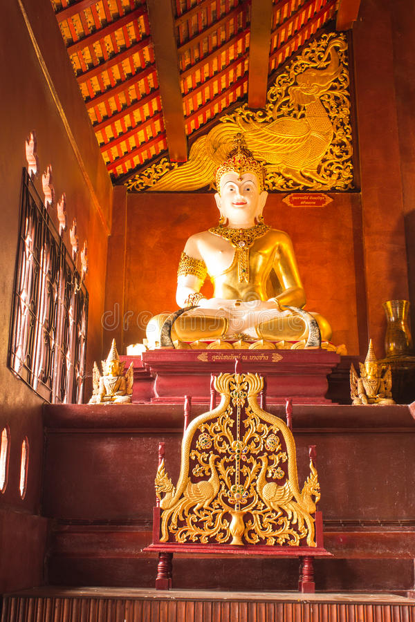 Phra玛哈在Ubosot Wat王侯星期一Thian的jakkraphat雕象,沥青 免版税库存照片