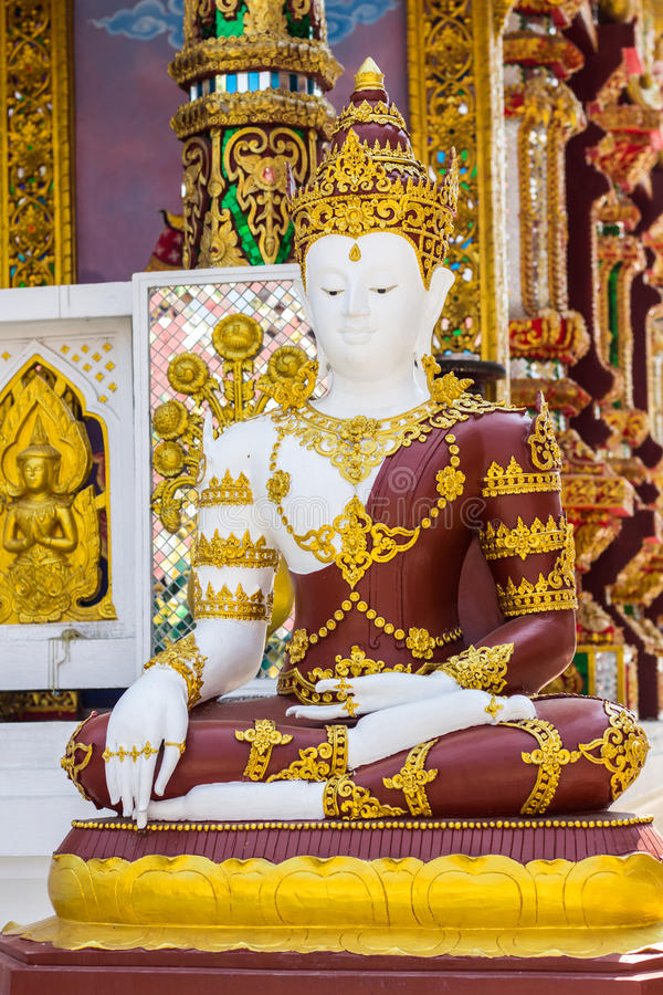Phra玛哈Jakkrapat,在寺庙的泰国菩萨雕象 库存照片