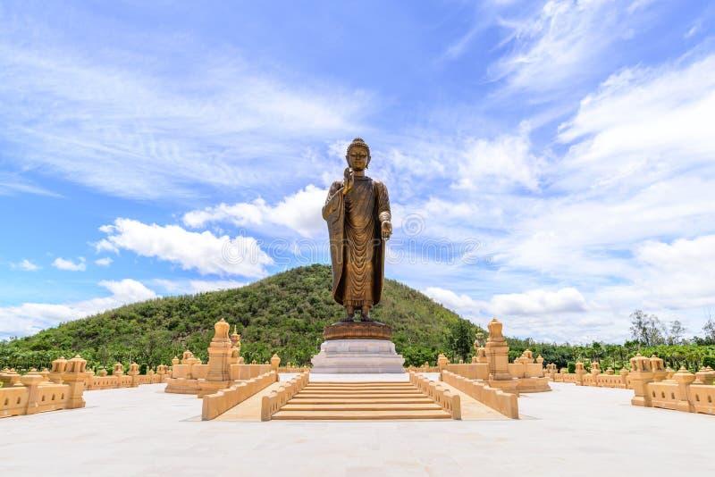 Phra Будда Metta Pracha тайское Trai Lokanat, Kanchanaburi Таиланд стоковые изображения rf