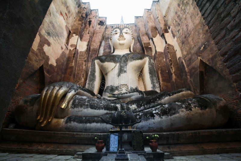 Phra Achana in Wat Si Chum an historischem Park Sukhothai, Thailan stockbild