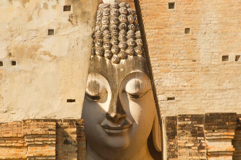 Phra Ajana en Wat Si Chum, parque histórico de Sukhothai, Tailandia imagen de archivo