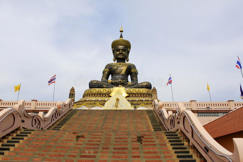 Phra Buddha Maha Dhammraja wizerunek obsada robią brąz i ono waży 40 ton, Phetchabun, Tajlandia zdjęcie royalty free