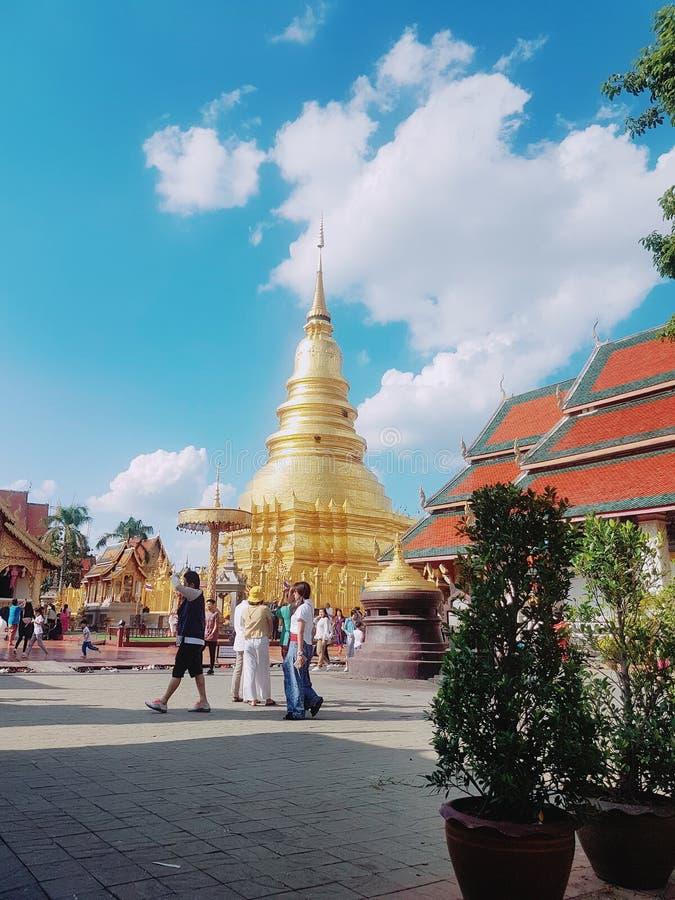 Phra de Wat que hariphunchai foto de archivo libre de regalías