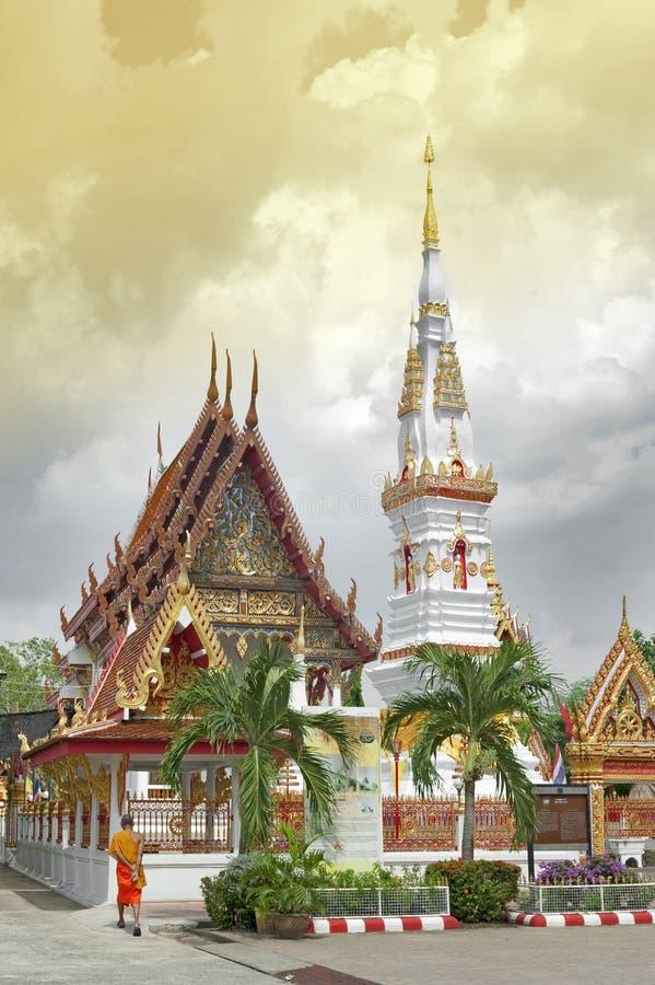 Phra die Anon, oude Thaise chedistupa of pagode die overblijfsel van Ananda, Yasothon, Thailand bevatten stock foto